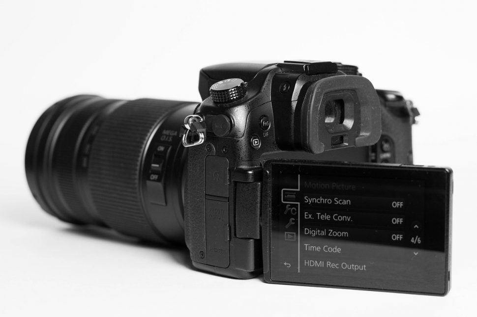 Image thumbnail to represent blog post Can mirrorless cameras replace professional DSLR's?
